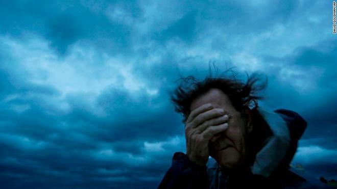 """""""Bão quái vật"""" Florence đổ bộ vào Mỹ, mất điện diện rộng, cảnh báo lũ lụt thảm khốc"""