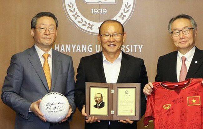 HLV Park Hang-seo nhận giải Thành tựu của đại học Hanyang