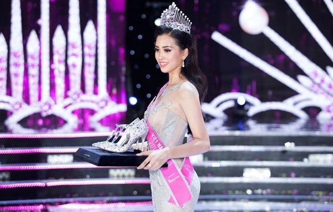 Khoảnh khắc tỏa sáng cùng đôi giày siêu phẩm hơn 300 triệu của Tân Hoa hậu Việt Nam 2018