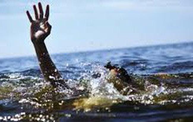 Nhậu say, thanh niên bơi qua sông về nhà thì tử vong