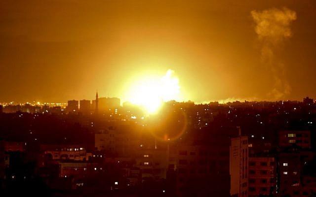 """NÓNG: Israel bị tấn công - """"Vòm Sắt"""" ồ ạt khai hỏa, chiến đấu cơ, trực thăng xuất kích"""