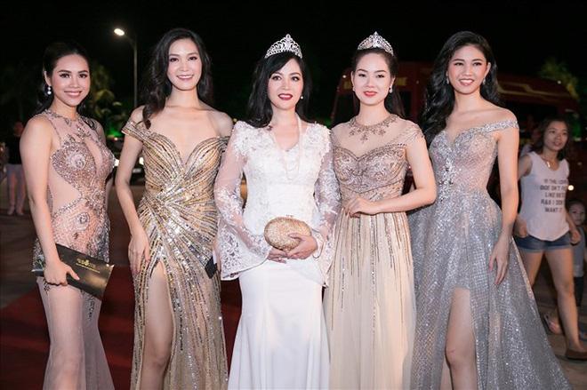 Dám làm điều mà nhiều Hoa hậu ngại ngần, Mỹ Linh và Jolie Nguyễn đều thăng hạng phong cách vù vù!