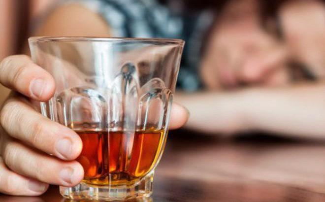 Bác sĩ lý giải: Uống bao nhiêu rượu thì có nguy cơ gây tai nạn khi tham gia giao thông?