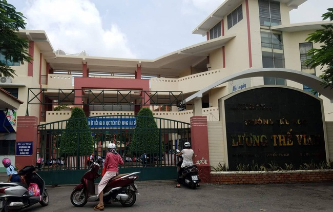 Đình chỉ thầy giáo tát, đá mông nhiều học sinh lớp 5 ở Sài Gòn