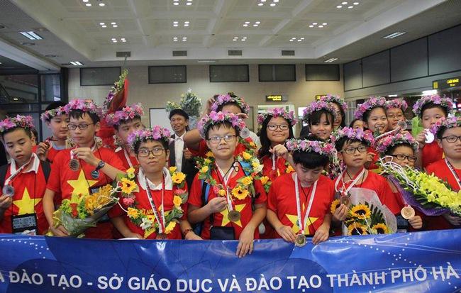 Kỷ lục: Việt Nam giành 8 Huy chương Vàng trong kỳ thi Olympic Toán và Khoa học Quốc tế 2018