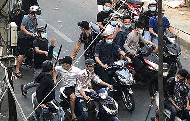"""Băng nhóm """"tuổi teen"""" hỗn chiến ở Sài Gòn, 2 thiếu niên trọng thương"""