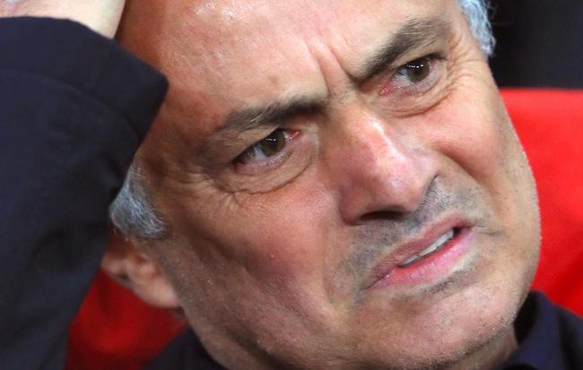 Mourinho gây chiến với ban lãnh đạo Man United trước tin đồn sắp bị sa thải