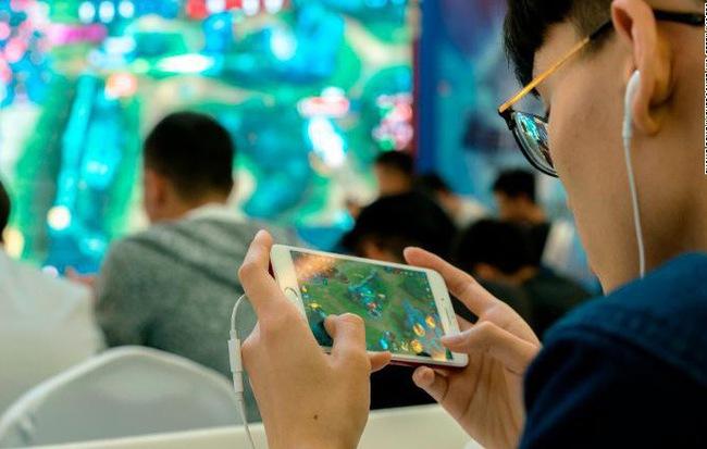 Tencent giới thiệu công nghệ nhận diện khuôn mặt để truy cập vào game, hy vọng sẽ giảm được tỷ lệ trẻ bị cận thị và nghiện điện tử