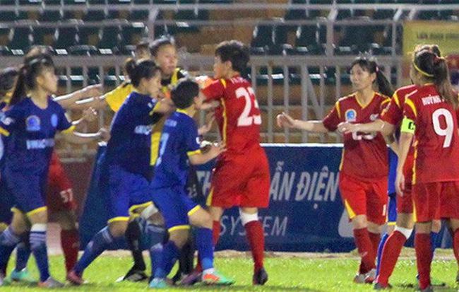 Sau nỗi buồn đến nao lòng, nên phạt nặng hay nương nhẹ với vụ ẩu đả của nữ cầu thủ Việt?