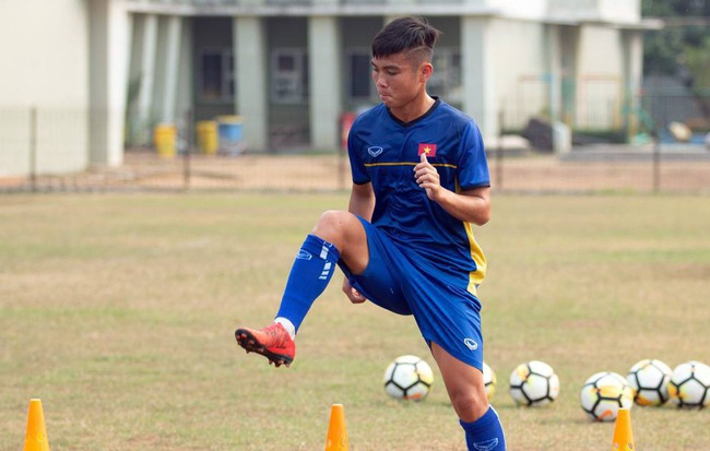 Fan Việt Nam khẩu chiến fan Indonesia vì lời phàn nàn của HLV Hoàng Anh Tuấn