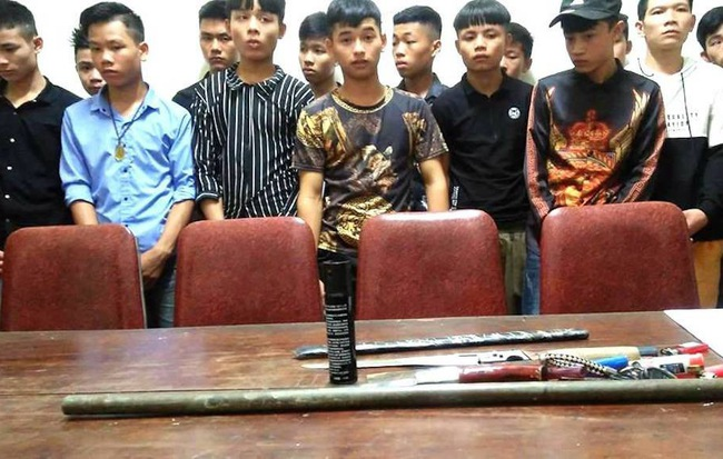 19 học sinh mang dao dàn trận đánh nhau vì ghen tuông