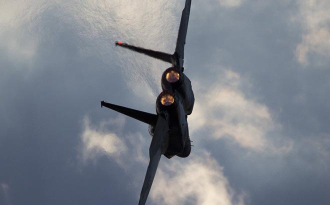 Chiến đấu cơ Israel tấn công trực diện người Palestine gài bom ở Gaza: Hành động tàn sát?