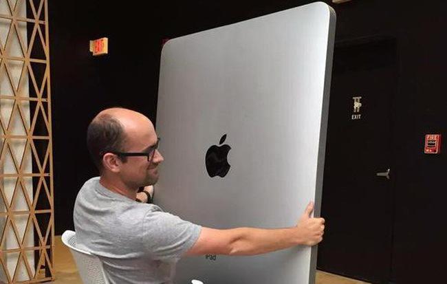 """iPad Pro 2018 mà trông """"to nạc"""" thế này thì nên gọi là iPad X hay iPhone XX đây nhỉ?"""