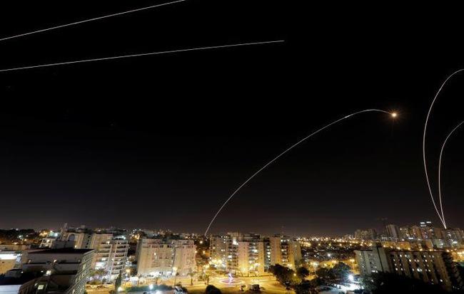 """24h qua ảnh: Israel phóng """"mưa tên lửa"""" chặn rocket từ dải Gaza"""