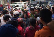 """Hàng trăm người bao vây một phụ nữ sau tiếng la hét """"bắt cóc trẻ em"""""""